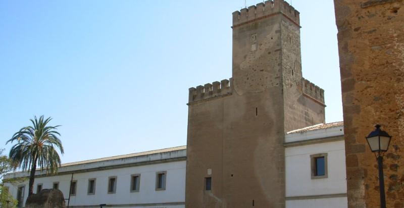 acturismo_visitas-guiadas-badajoz_torre-santa-maria